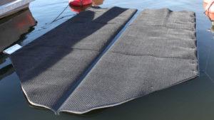 Automaattinen veneen pohjanpesu laite Seaboost Powerturf pitää testatusti pohjan puhtaana läpi kauden ilman pesu intervalleja.
